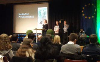 Schülerinnen und Schüler der Klasse 10b am Holocaust-Gedenktag 2018